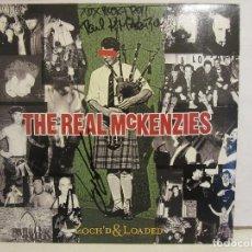 Discos de vinilo: THE REAL MCKENZIES - LOCHD & LOADED - USA -2001 - ENCARTE - FIRMADO POR PAUL MCKENZIE - VG+/VG+. Lote 144517910