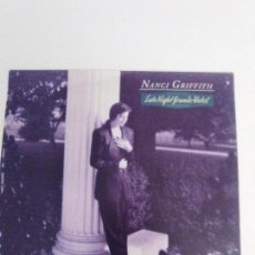 Discos de vinilo: NANCI GRIFFITH LATE NIGHT GRANDE HOTEL ( 1991 MCA UK ) BUEN ESTADO GENERAL TOM WAITS COVER. Lote 144795482
