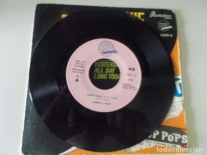 Discos de vinilo: Jeannie C. Riley – Harper Valley P.T.A. / Yesterday All Day Long Today Sello: Exit Records (4) - Foto 3 - 145096614