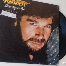 Discos de vinilo: SINGLE (VINILO) DE EDDIE RABBITT AÑOS 80. Lote 145880970