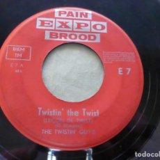 Discos de vinilo: THE TWISTIN' GUY'S – TWISTIN' THE TWIST / JINGLE BELLS TWIST. PAIN EXPO BROOD ?– E 7 BELGIUM. Lote 146770430
