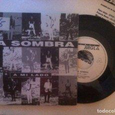 Discos de vinilo: LA SOMBRA - A MI LADO / POR LAS CALLES DE PARIS - SINGLE CON HOJA PROMOCIONAL 1990 - LA JUNGLA. Lote 146930570