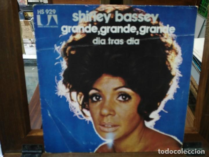SHIRLEY BASSEY - GRANDE, GRANDE, GRANDE , DÍA TRAS DÍA - SINGLE SELLO UNITED ARTISTS RECORDS 1973 (Música - Discos - Singles Vinilo - Jazz, Jazz-Rock, Blues y R&B)