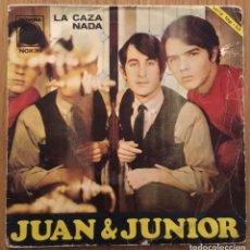 Discos de vinil: JUAN & JUNIOR LA CAZA SINGLE NOVOLA AÑO 1967. Lote 147502898