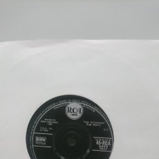 Discos de vinilo: ENVÍO GRATIS ELVIS PRESLEY - SURRENDER CON LONELY MAN 1961 EDICIÓN INGLESA. Lote 147510361