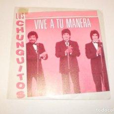 Discos de vinilo: SINGLE LOS CHUNGUITOS. VIVE A TU MANERA. EMI 1988 SPAIN (DISCO PROBADO Y BIEN, SEMINUEVO). Lote 147759542