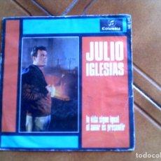 Disques de vinyle: DISCO DE JULIO IGLESIAS ,TEMAS LA VIDA SIGUEIGUAL Y EL AMOR ES PRESENTIR. Lote 147830854