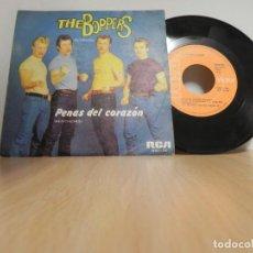 Discos de vinilo: THE BOPPERS - EN ESPAÑOL - PENAS DEL CORAZON / HATS OFF TO LARRY RCA . Lote 148099914
