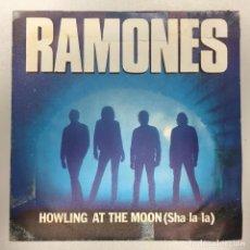 Discos de vinilo: RAMONES · HOWLING AT THE MOON / WART HOG · SINGLE PUNK SPAÑOL. Lote 148190026