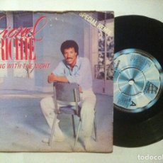 Discos de vinilo: LIONEL RITCHIE - RUNNING WITH THE NIGHT / SERVES YOU RIGHT - SINGLE UK 1982 - MOTOWN. Lote 148347718