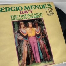 Discos de vinilo: SINGLE (VINILO) DE SERGIO MENDES AÑOS 70. Lote 148875158