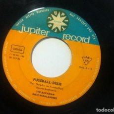 Discos de vinilo: THE BAVARIAN DIXIE-HIGHLÄNDERS - GIGOLO-DIXIE / FUSSBALL-DIXIE - SINGLE ALEMAN 1961 - JUPITER RECORD. Lote 150374426