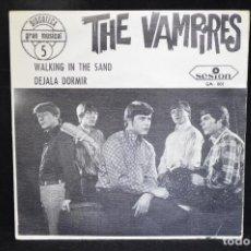 Discos de vinilo: THE VAMPIRES - WALKING IN THE SAND / DEJALA DORMIR - SINGLE. Lote 151304506