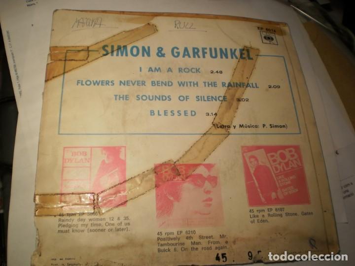 Discos de vinilo: single simon & garfunkel the sounds of silence. i am a rock. cbs 1966 spain (probado y bien) - Foto 2 - 151391246