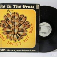 Discos de vinilo: DISCO LP DE VINILO - SNAKE IN THE GRASS / HOT UND SWEET MIT BEAT - WORLD WIDE - 1969. Lote 151819582