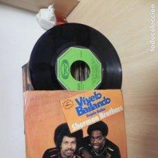 Discos de vinilo: SHERMAN BROTHERS - VIVELO BAILANDO - DEJALA BAILAR. Lote 151879318