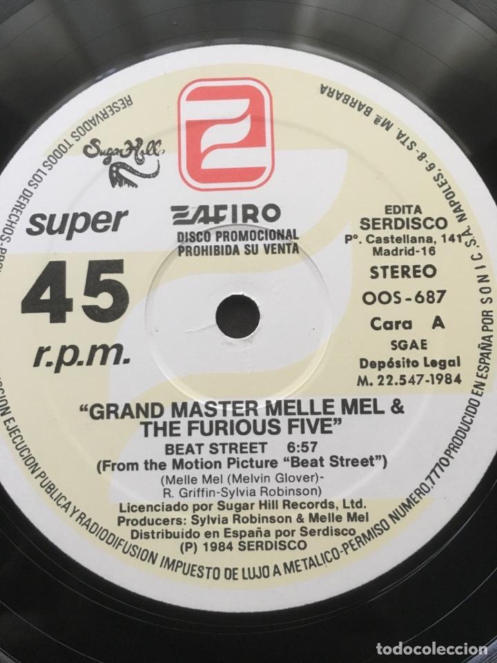 Discos de vinilo: GRANDMASTER MELLE MEL & THE FURIOUS FIVE-BEAT STREET-1984-RARO PROMO-NUEVO - Foto 4 - 151938621