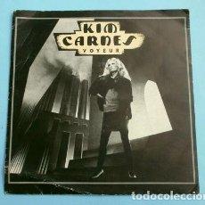 Discos de vinilo: KIM CARNES (SINGLE ED. FRANCESA 1982) VOYEUR - THRILL OF THE GRILL. Lote 152438942