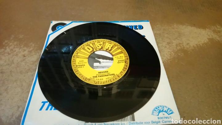Discos de vinilo: The Fascinators –Youre The Blame / Revived . Single 1980.rock & roll instrumental. Buen estado - Foto 3 - 154997494