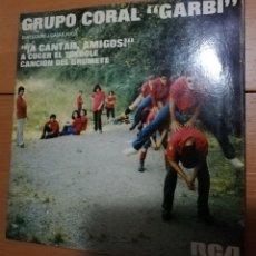 Discos de vinilo: GRUPO CORAL GARBI - A CANTAR AMIGOS. Lote 155089421