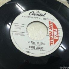 Discos de vinilo: MARIE ADAMS SINGLE PROMOCIONAL A FOOL IN LOVE 1958 U.S.A.. Lote 155156220