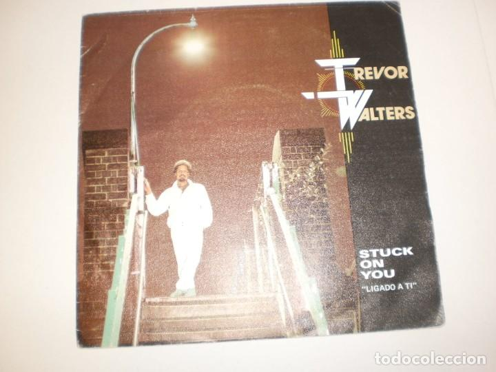 SINGLE TREVOR WALTERS. STUCK ON YOU. NEVER LET HER SLIP AWAY. POLYDOR 1985 SPAIN (PROBADO Y BIEN) (Música - Discos de Vinilo - Singles - Pop - Rock Extranjero de los 80)