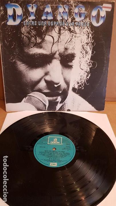 DYANGO / ENTRE UNA ESPADA Y LA PARED / LP - EMI-ODEON - 1981 / MBC. ***/*** (Música - Discos - LP Vinilo - Solistas Españoles de los 70 a la actualidad)
