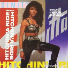 Discos de vinilo: SINITTA – HITCHIN' A RIDE MAXI-SINGLE SPAIN 1990. Lote 155293250