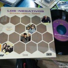 Discos de vinilo: LOS NEGATIVOS SINGLE A TUMBA ABIERTA 2013. Lote 155957553