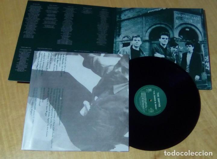 Discos de vinilo: THE SMITHS - The Queen Is Dead (LP reedición, gatefold, con encarte) NUEVO - Foto 2 - 178205713