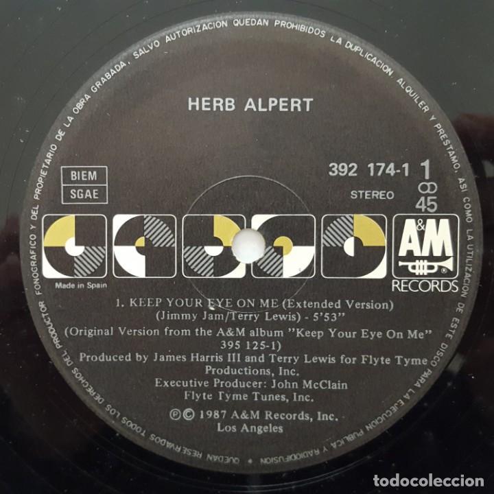 Discos de vinilo: MAXI / Herb Alpert ?– Keep Your Eye On Me / 1987 EDITADO EN ESPAÑA - Foto 3 - 156809138
