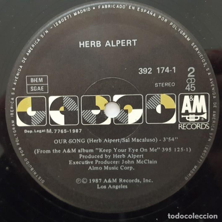 Discos de vinilo: MAXI / Herb Alpert ?– Keep Your Eye On Me / 1987 EDITADO EN ESPAÑA - Foto 4 - 156809138