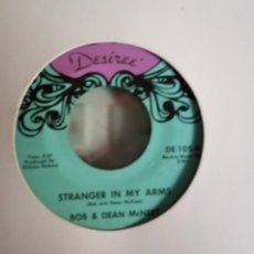 Discos de vinilo: BOB & DEAN MCNEET STRANGER IN MY ARMS/ I ALMOST LAUGHED R'N'R COUNTRY ORIGINAL USA MUY RARO. Lote 156872506
