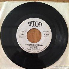 Discos de vinilo: TITO MORA SINGLE SELLO TICO AMERICANO PROMO EVERYDAY THERE'S A ROAD. Lote 156999266