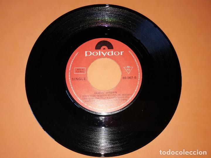 Discos de vinilo: JAMES BROWN / NO QUIERO QUE NADIE ME DE NADA, ABRE LA PUERTA, LO COGERE YO MISMO (PARTES 1 Y 2 (1969 - Foto 4 - 157729230