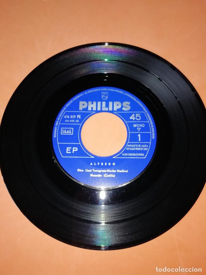 Discos de vinilo: ALFREDO / Otro/Necesito/Un hombre sin fe/Te sigo queriendo EP 1966 Philips BUEN ESTADO - Foto 3 - 158020142