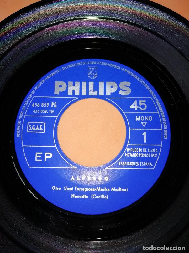 Discos de vinilo: ALFREDO / Otro/Necesito/Un hombre sin fe/Te sigo queriendo EP 1966 Philips BUEN ESTADO - Foto 4 - 158020142