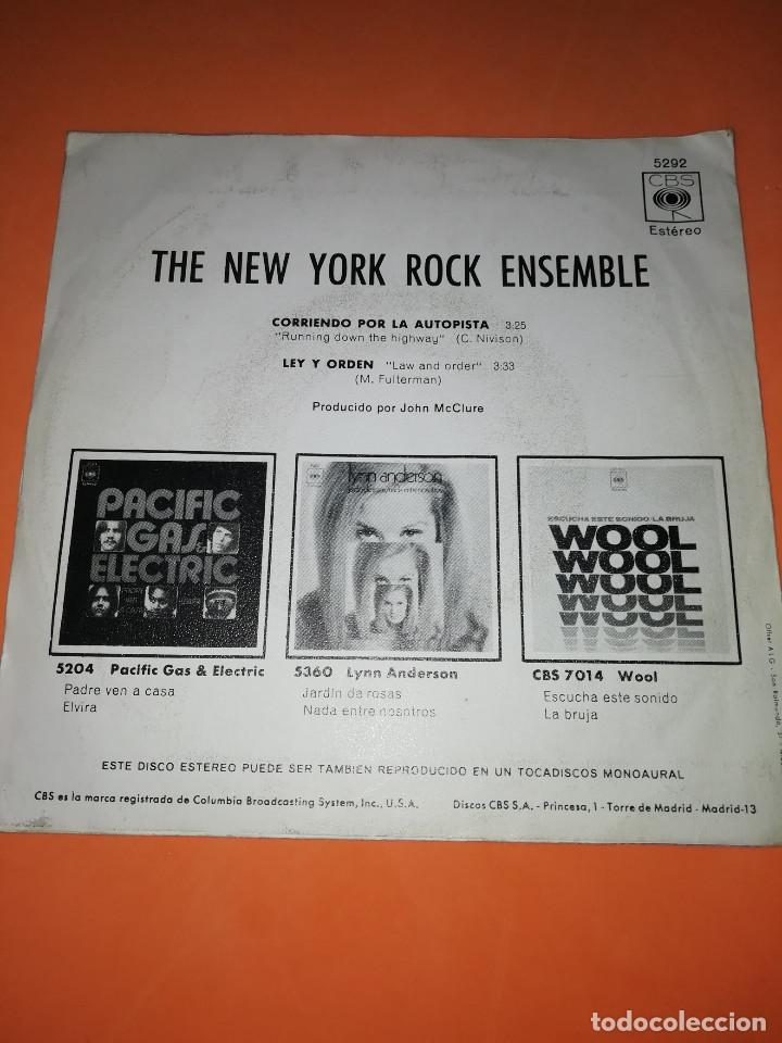 Discos de vinilo: THE NEW YORK ROCK ENSEMBLE . CORRIENDO POR LA AUTOPISTA . CBS 1970 - Foto 2 - 158145358