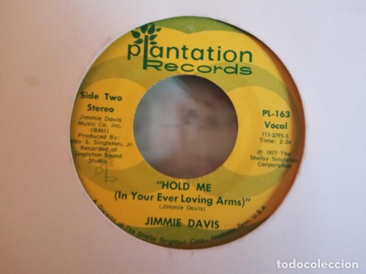 JIMMIE DAVIS HOLD ME / WHERE THE OLD RED RIVER FLOWS COUNTRY ORIGINAL USA 1977 VG- (Música - Discos - Singles Vinilo - Country y Folk)