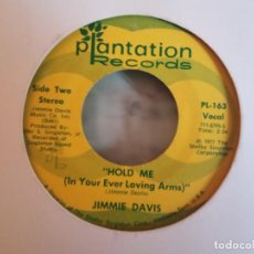 Discos de vinilo: JIMMIE DAVIS HOLD ME / WHERE THE OLD RED RIVER FLOWS COUNTRY ORIGINAL USA 1977 VG-. Lote 158169818