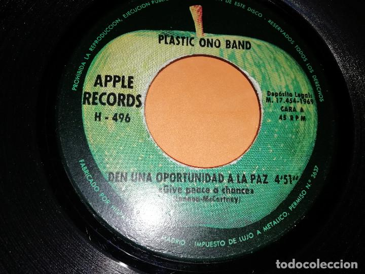 Discos de vinilo: PLASTIC ONO BAND. DEN UNA OPORTUNIDAD A LA PAZ / RECUERDA EL AMOR. APPLE. MADRID 1969 - Foto 4 - 158367494
