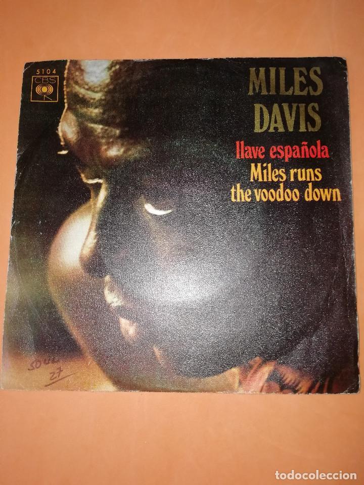 MILES DAVIS / LLAVE ESPAÑOLA / MILES RUNS THE WOODOO DOWN . CBS 1970 (Música - Discos - Singles Vinilo - Jazz, Jazz-Rock, Blues y R&B)