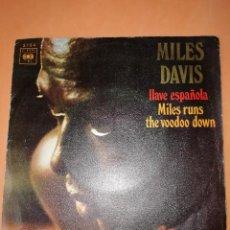 Discos de vinilo: MILES DAVIS / LLAVE ESPAÑOLA / MILES RUNS THE WOODOO DOWN . CBS 1970. Lote 158370298