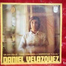 Discos de vinilo: DANIEL VELAZQUEZ UN DIA FELIZ/TODO COMIENZA A DESPERTAR 1970 *CON FIRMA DEL AUTOR*. Lote 159916206