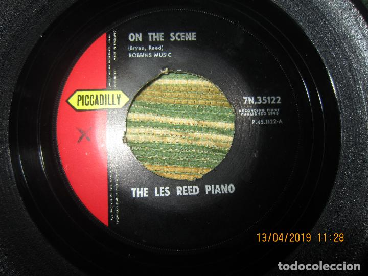 Discos de vinilo: THE LES REED PIANO - ON THE SCENE SINGLE - ORIGINAL INGLES - PICADILLY RECORDS1963 - MONOAURAL - Foto 2 - 159979182