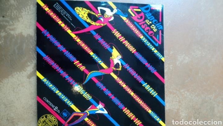 Discos de vinilo: Dancin at The disco. Doble lp vinilo. Cbs 1979. Buen estado. - Foto 2 - 160086438