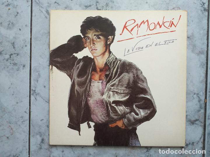 LP. RAMONCIN -LA VIDA EN EL FILO. 1986. DOBLE PORTADA CON LETRAS. (Música - Discos - LP Vinilo - Solistas Españoles de los 70 a la actualidad)