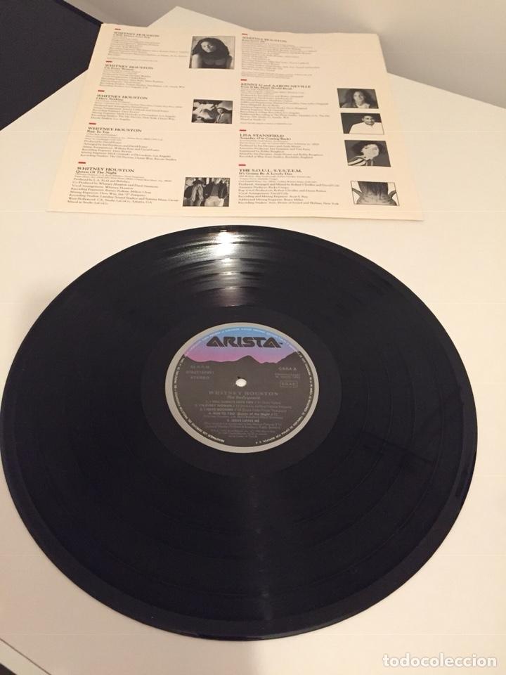 Discos de vinilo: WHITNEY HOUSTON-THE BODYGUARD(EL GUARDAESPALDAS)/LP 1992 ARISTA ESPAÑA - Foto 2 - 160736116
