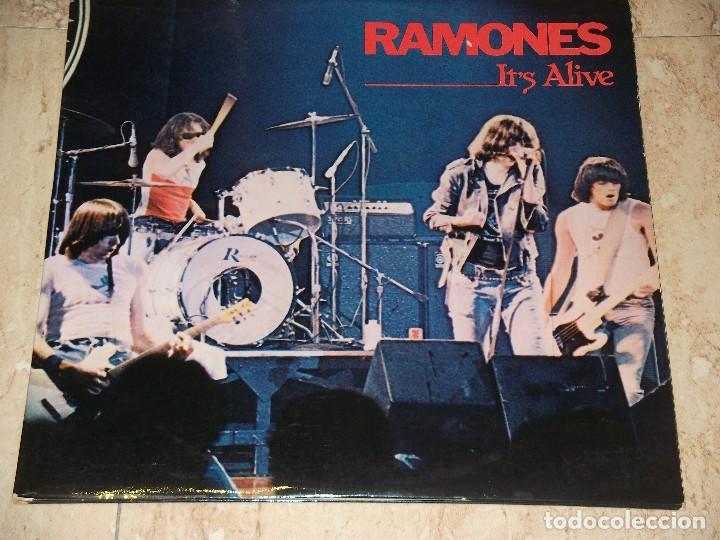 RAMONES IT'S ALIVE- DOBLE LP- ESPAÑA PRIMERA EDICION-1979- SIRE – S 66.016 (Música - Discos - LP Vinilo - Pop - Rock - Extranjero de los 70)