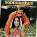Discos de vinilo: SONNY & CHER / A COWBOYS WORK IS NEVER DONE / SOMEBODY (SINGLE 1972). Lote 161079098